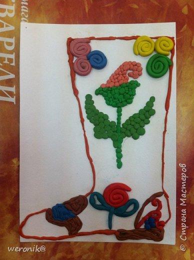 Выдавался шаблон сапожка и несколько маленьких шаблонов для декорирования, надо было создать композицию на сапожке, а потом, используя только жгутики и шарики из пластилина, выполнить в цвете. фото 7