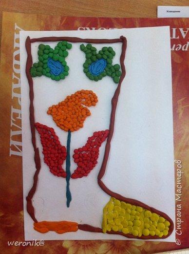 Выдавался шаблон сапожка и несколько маленьких шаблонов для декорирования, надо было создать композицию на сапожке, а потом, используя только жгутики и шарики из пластилина, выполнить в цвете. фото 11