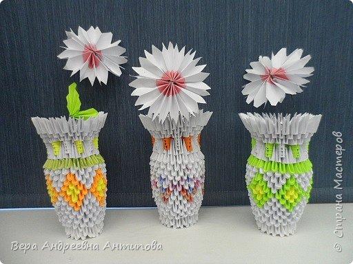 В этом году второклассники вручали мамочкам вот такие подарочки. Из-за занятости в разных кружках успели сделать только по одному цветочку. Цветы делали по МК ромашек, как в конкурсной работе http://stranamasterov.ru/node/962286?k=all&u=338230 моей ученицы. фото 1