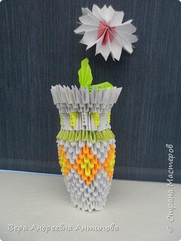 В этом году второклассники вручали мамочкам вот такие подарочки. Из-за занятости в разных кружках успели сделать только по одному цветочку. Цветы делали по МК ромашек, как в конкурсной работе http://stranamasterov.ru/node/962286?k=all&u=338230 моей ученицы. фото 4