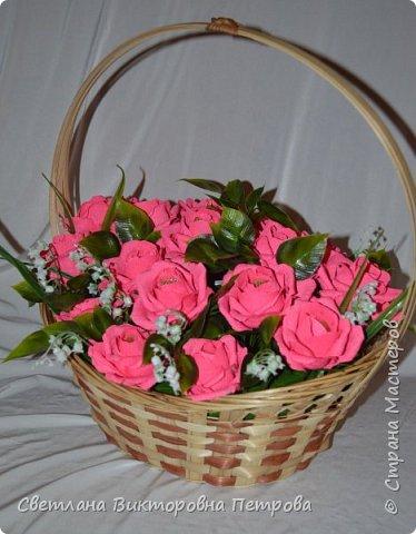 в работе использованы конфеты марсианка 21 штука, искусственные: листья роза , ландыш. фото 2