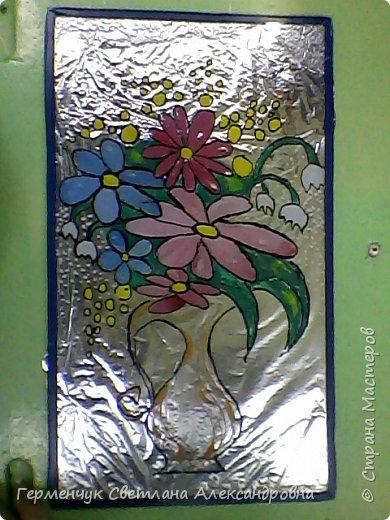 """Роспись по стеклу  """"Цветы в вазе """"   выполнила  Жулего Карина учащаяся 4 класса,  Этот  подарок  Карина  преподнесла  маме  к 8 Марта.Занимается девочка в ДШИ. Карина,Молодчина ,восхитительный получился подарок!!! фото 1"""