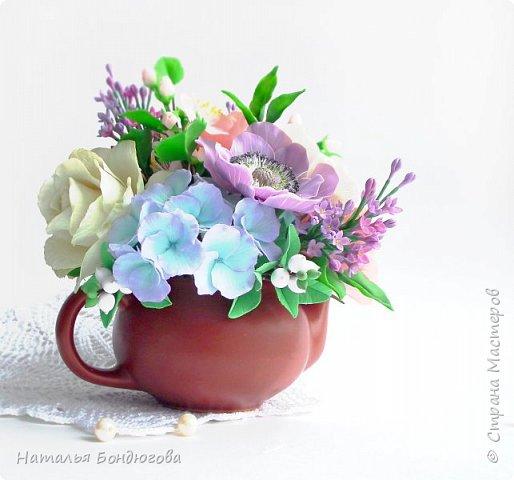 Цветочная композиция в чайнике, холодный фарфор. фото 9