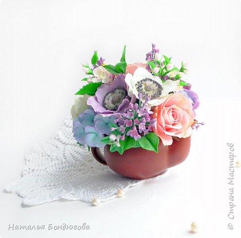 Цветочная композиция в чайнике, холодный фарфор. фото 10