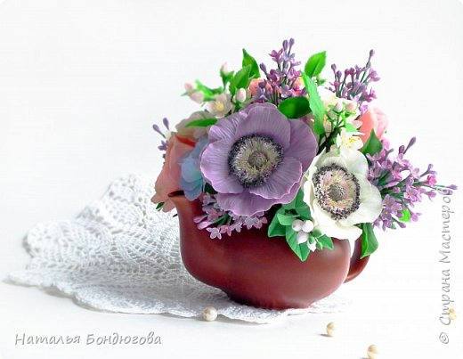 Цветочная композиция в чайнике, холодный фарфор. фото 4