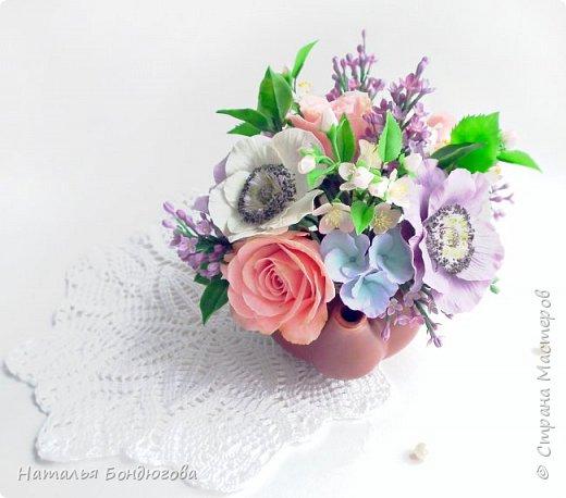 Цветочная композиция в чайнике, холодный фарфор. фото 7