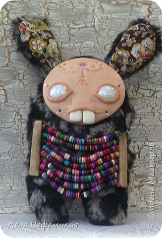 Как и обещала показываю свое новое увлечение. Это монстрики, выполнены по мотивам работ американской художницы и мастерицы Аманды Луизы Спейд и ее пыльных зайцев ( Dusty bunny). Очень люблю ее игрушки и мультики с их участием. Я конечно только учусь работать с полимерной глиной, глаза пока делать сама не решаюсь, использую разноцветные стекляшки. Но все ещё впереди. фото 9