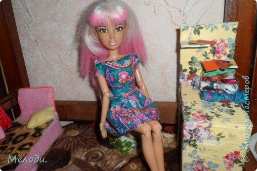 """Всем привет! Сегодня я представляю работу на конкурс """"Хобби и увлечение куклы"""" .Её представляет Элла. Э-сегодня я расскажу о моём увлечении.Я швея,очень люблю шить и вышивать узоры на одежде. фото 1"""