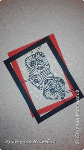 """Всем привет! Решил вырезать картинку в технике рисования """"Зентангл"""". Рисунок с просторов интернета, с небольшими дополнениями. Размер А-4. (держится на приколотой булавочке к обоям, и красное паспарту под ним) фото 1"""