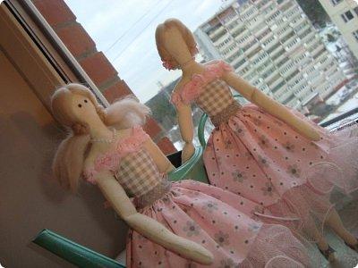 Добрый вечер всем!!!  Сегодня я к вам с необычными для меня работами!!! А именно куколкой и тильдочками!!!  Итак, куколка-большеножка (оказывается столько их разновидностей.... я выбрала такую...) За ее появление благодарю Наталья 16121983, ведь именно она прислала мне кусок кукольного трикотажа... И вот, вчера вечером присела за работу и сегодня получилась у меня от такое чудо... фото 9