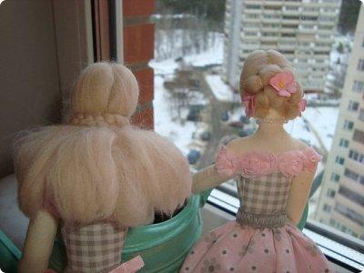 Добрый вечер всем!!!  Сегодня я к вам с необычными для меня работами!!! А именно куколкой и тильдочками!!!  Итак, куколка-большеножка (оказывается столько их разновидностей.... я выбрала такую...) За ее появление благодарю Наталья 16121983, ведь именно она прислала мне кусок кукольного трикотажа... И вот, вчера вечером присела за работу и сегодня получилась у меня от такое чудо... фото 10