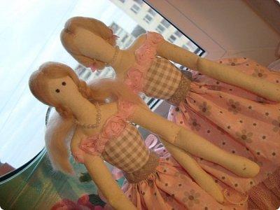 Добрый вечер всем!!!  Сегодня я к вам с необычными для меня работами!!! А именно куколкой и тильдочками!!!  Итак, куколка-большеножка (оказывается столько их разновидностей.... я выбрала такую...) За ее появление благодарю Наталья 16121983, ведь именно она прислала мне кусок кукольного трикотажа... И вот, вчера вечером присела за работу и сегодня получилась у меня от такое чудо... фото 12