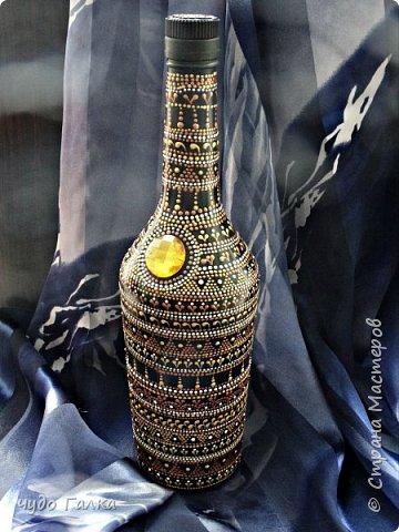 Начнем с бутылочки...в подарок для хорошей знакомой по ее просьбе нарисовалась вот такая бутылочка, после преображения хозяйка ее не узнала)) фото 1