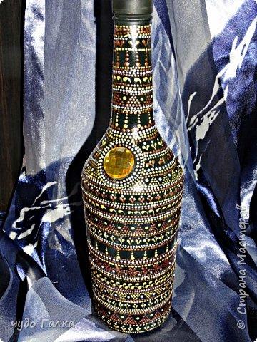 Начнем с бутылочки...в подарок для хорошей знакомой по ее просьбе нарисовалась вот такая бутылочка, после преображения хозяйка ее не узнала)) фото 3