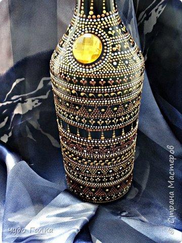 Начнем с бутылочки...в подарок для хорошей знакомой по ее просьбе нарисовалась вот такая бутылочка, после преображения хозяйка ее не узнала)) фото 2