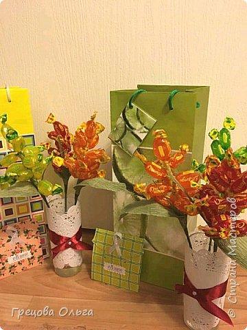 Тюльпаны с шоколадными конфетами, рафаэлки фото 3