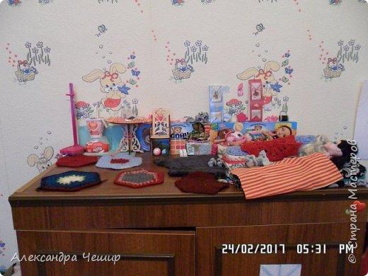 Привет всем! Сейчас я покажу вам комнату, где живут Браер, Дарлин и Лора.  фото 37