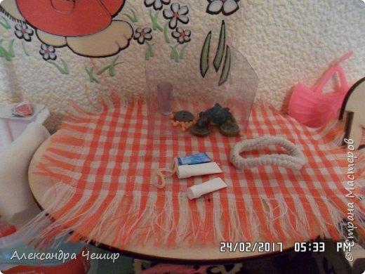 Привет всем! Сейчас я покажу вам комнату, где живут Браер, Дарлин и Лора.  фото 10