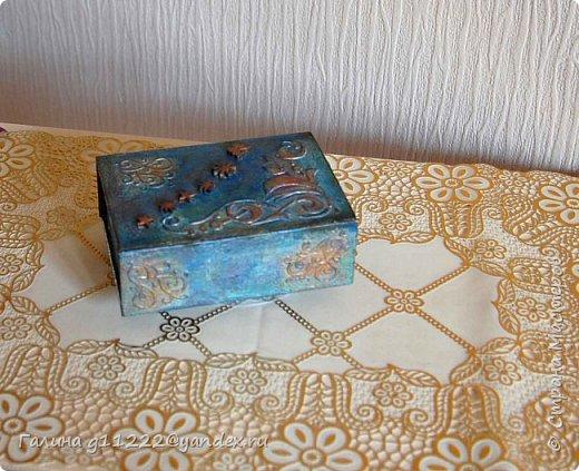 Попали в руки картонные коробки. Одна из-под косметических салфеток (та, что пониже) и упаковка от маленьких соусников. Очень глянцевая бумага, не поддающаяся шкурению. Но разве это может остановить? фото 4