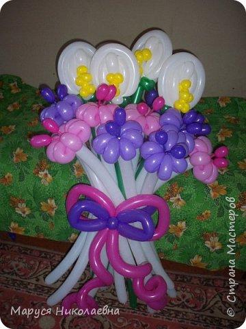Покажу вам мои шарокрутики - цветочки. Здесь - только букеты из воздушных шаров. Все они сделаны в разное время, в основном на заказ. фото 4