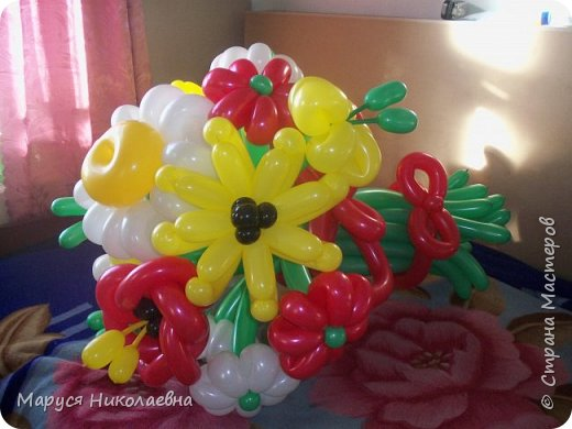 Покажу вам мои шарокрутики - цветочки. Здесь - только букеты из воздушных шаров. Все они сделаны в разное время, в основном на заказ. фото 11