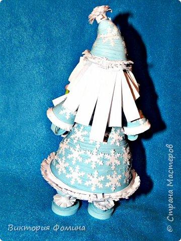 Доброго времени суток! Хочу представить игрушечку в технике квиллинг. Это Дед Мороз и его высота 17 см. Увидела мк этой фигурки у одной блогерши и не удержалась, чтоб не сделать и себе такого. А вот и ссылочка на мк http://quilling-life.com/kvilling-santa-klaus/ фото 3