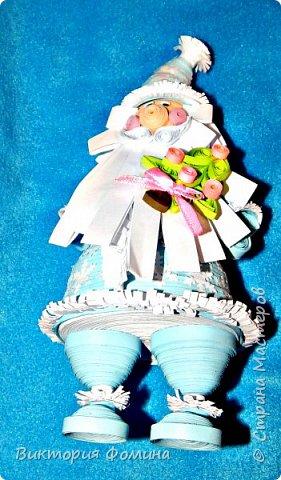 Доброго времени суток! Хочу представить игрушечку в технике квиллинг. Это Дед Мороз и его высота 17 см. Увидела мк этой фигурки у одной блогерши и не удержалась, чтоб не сделать и себе такого. А вот и ссылочка на мк http://quilling-life.com/kvilling-santa-klaus/ фото 5
