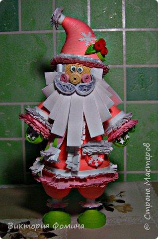 Доброго времени суток! Хочу представить игрушечку в технике квиллинг. Это Дед Мороз и его высота 17 см. Увидела мк этой фигурки у одной блогерши и не удержалась, чтоб не сделать и себе такого. А вот и ссылочка на мк http://quilling-life.com/kvilling-santa-klaus/ фото 7