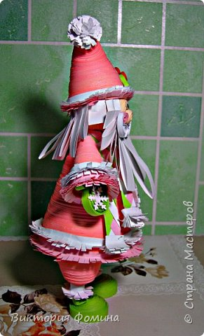 Доброго времени суток! Хочу представить игрушечку в технике квиллинг. Это Дед Мороз и его высота 17 см. Увидела мк этой фигурки у одной блогерши и не удержалась, чтоб не сделать и себе такого. А вот и ссылочка на мк http://quilling-life.com/kvilling-santa-klaus/ фото 8