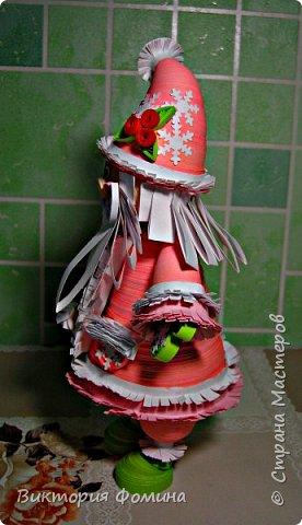 Доброго времени суток! Хочу представить игрушечку в технике квиллинг. Это Дед Мороз и его высота 17 см. Увидела мк этой фигурки у одной блогерши и не удержалась, чтоб не сделать и себе такого. А вот и ссылочка на мк http://quilling-life.com/kvilling-santa-klaus/ фото 9