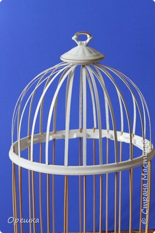 Здравствуйте, друзья! Сегодня покажу вам как я делала с нуля птичью клетку в стиле прованс. Прованс или французский кантри, это не просто стиль в дизайне интерьера, а уникальная возможность окунуться в атмосферу покоя и уюта, почувствовать легкость и близость природы, наполнить жизнь миром и гармонией. Стиль прованс в интерьере очень популярен сегодня: его выбирают люди, которые устали от показной роскоши, которые хотят привнести в интерьер романтическую атмосферу сельской жизни, и просто утонченные натуры. На первый взгляд может показаться, что этот стиль мало подходит для интерьеров современных городских квартир, но это не так. Он способен принести свет, тепло, приятные естественные оттенки и вдохновляющую тишину, которых так не хватает жителям больших городов. фото 11