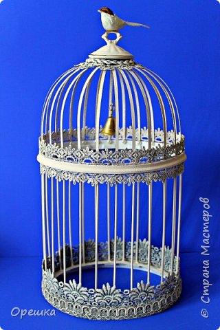 Здравствуйте, друзья! Сегодня покажу вам как я делала с нуля птичью клетку в стиле прованс. Прованс или французский кантри, это не просто стиль в дизайне интерьера, а уникальная возможность окунуться в атмосферу покоя и уюта, почувствовать легкость и близость природы, наполнить жизнь миром и гармонией. Стиль прованс в интерьере очень популярен сегодня: его выбирают люди, которые устали от показной роскоши, которые хотят привнести в интерьер романтическую атмосферу сельской жизни, и просто утонченные натуры. На первый взгляд может показаться, что этот стиль мало подходит для интерьеров современных городских квартир, но это не так. Он способен принести свет, тепло, приятные естественные оттенки и вдохновляющую тишину, которых так не хватает жителям больших городов. фото 2