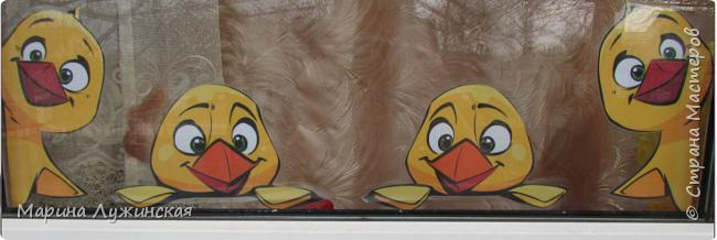 Уж очень любим мы, когда в наше окошко заглядывают(или выглядывают из него) позитиФФные персонажи... На Новый год к нам заглядывали-выглядывали  снеговульки и Дедулька Мороз, на Масленицу  -Солнышко.  Предлагаю украсить Ваше  пасхальное окошко вот такими милашками-цыпушками...   фото 2