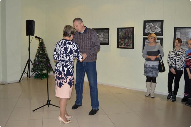 """Здравствуйте, дорогие друзья! В середине января в нашем выставочном зале открылись сразу четыре выставки, одна из которых была посвящена моим ёжикам (http://stranamasterov.ru/node/1079533), вторая - куклам советского периода (http://stranamasterov.ru/node/1079971), на третью выставку - """"Воркутинский вернисаж"""" я вас приглашаю прямо сейчас, а четвёртую оставлю на """"десерт"""" - это будет выставка ажурных яиц Людмилы Клёус. Так что самое интересное ещё впереди, а пока давайте полюбуемся работами наших воркутинских художников. фото 2"""