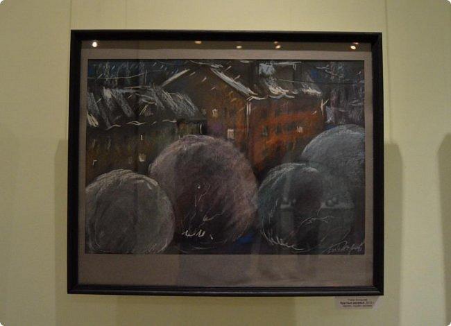 """Здравствуйте, дорогие друзья! В середине января в нашем выставочном зале открылись сразу четыре выставки, одна из которых была посвящена моим ёжикам (http://stranamasterov.ru/node/1079533), вторая - куклам советского периода (http://stranamasterov.ru/node/1079971), на третью выставку - """"Воркутинский вернисаж"""" я вас приглашаю прямо сейчас, а четвёртую оставлю на """"десерт"""" - это будет выставка ажурных яиц Людмилы Клёус. Так что самое интересное ещё впереди, а пока давайте полюбуемся работами наших воркутинских художников. фото 8"""