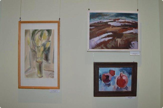 """Здравствуйте, дорогие друзья! В середине января в нашем выставочном зале открылись сразу четыре выставки, одна из которых была посвящена моим ёжикам (http://stranamasterov.ru/node/1079533), вторая - куклам советского периода (http://stranamasterov.ru/node/1079971), на третью выставку - """"Воркутинский вернисаж"""" я вас приглашаю прямо сейчас, а четвёртую оставлю на """"десерт"""" - это будет выставка ажурных яиц Людмилы Клёус. Так что самое интересное ещё впереди, а пока давайте полюбуемся работами наших воркутинских художников. фото 21"""