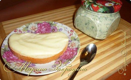 Тема сегодняшнего рецепта - как приготовить плавленый сыр в домашних условиях. Пишу базовую рецептуру, а вы уже потом сами можете добавлять по вкусу добавки (укроп, бекон, грибы, специи и т.д) чтобы разнообразить его вкус. Такой сыр можно намазывать на тосты. А готовится он очень быстро, буквально за 7-9 минут. фото 12