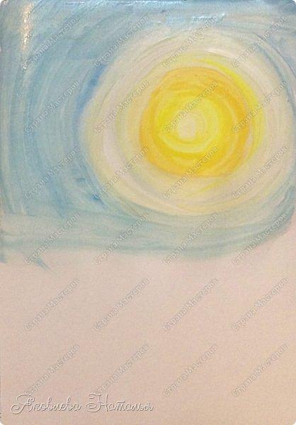 Всем, здравствуйте!  Итак, наконец-то мы дождались весны! Солнышко светит ярко, птички вовсю поют, настроение отличное!!! Мы с шестилеточками нарисовали вот такую работу. Прилетел скворец и возвещает о приходе весны. Для работы нам портебовался лист бумаги формата А-3, гуашь, кисти и два урока по 40 минут фото 4