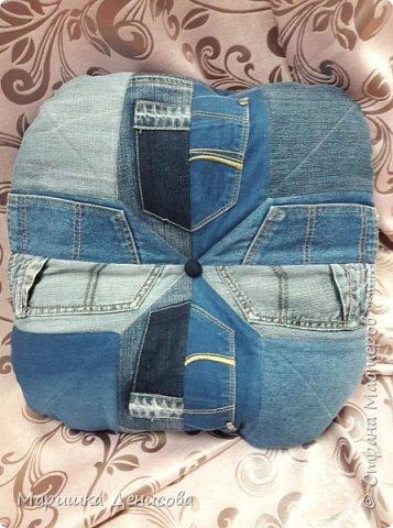 наша джинсовая коллекция !идея пришла в голову когда наша директор сделала конкурс на корпоратив,придумать что то интересное от каждого ателье!и вот мы с напарницей решили пошить из ненужных кусочков джинса,очень нужные в быту вещи! фото 3