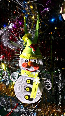 Спешу представить вам свои подвесочки-снеговички, которые  делала на Новый год в качестве ёлочной игрушки. Каждый снеговичок был сделан в одном экземпляре, разного цвета и с разным декором. фото 4