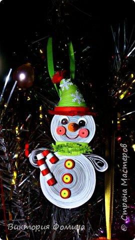 Спешу представить вам свои подвесочки-снеговички, которые  делала на Новый год в качестве ёлочной игрушки. Каждый снеговичок был сделан в одном экземпляре, разного цвета и с разным декором. фото 6