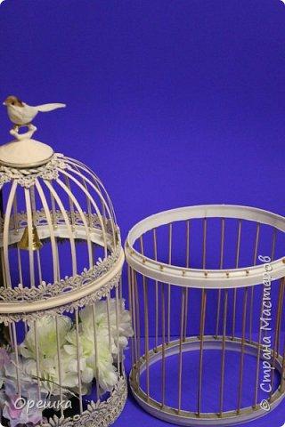 Здравствуйте, друзья! Сегодня покажу вам как я делала с нуля птичью клетку в стиле прованс. Прованс или французский кантри, это не просто стиль в дизайне интерьера, а уникальная возможность окунуться в атмосферу покоя и уюта, почувствовать легкость и близость природы, наполнить жизнь миром и гармонией. Стиль прованс в интерьере очень популярен сегодня: его выбирают люди, которые устали от показной роскоши, которые хотят привнести в интерьер романтическую атмосферу сельской жизни, и просто утонченные натуры. На первый взгляд может показаться, что этот стиль мало подходит для интерьеров современных городских квартир, но это не так. Он способен принести свет, тепло, приятные естественные оттенки и вдохновляющую тишину, которых так не хватает жителям больших городов. фото 31