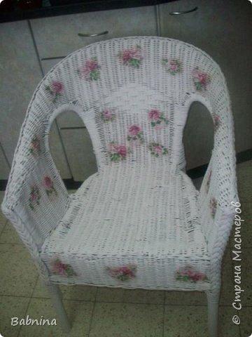 Нашла старое облезлое соломенное кресло и не смогла пройти мимо. Теперь вот такая красоты стоит у нас дома!  фото 1