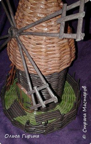 Доброго времени суток,дорогие соседи.Давно я заглядывалась на мельницы и вот добралась,только захотелось мне мельницу сделать с плетеной крышей.Оказалось сплести конус ,да еще без формы,  для меня непросто.естественно накосячила(как же без этого) фото 3