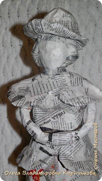 Дымковская барышня и Матрёшка, довольно больших размеров, появились в моей, пока ещё маленькой коллекции папье-машечных игрушек. фото 3