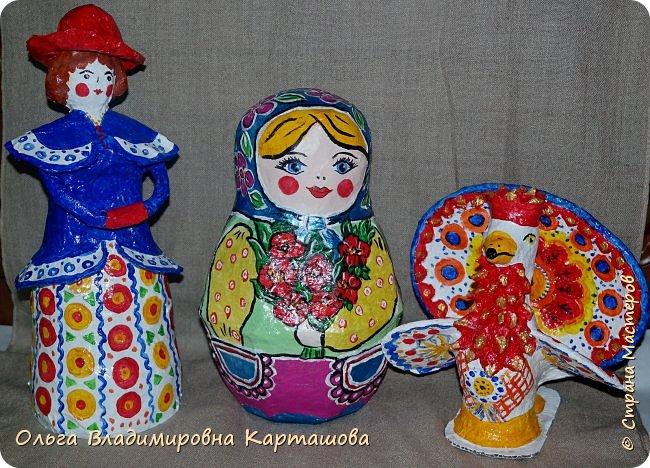 Дымковская барышня и Матрёшка, довольно больших размеров, появились в моей, пока ещё маленькой коллекции папье-машечных игрушек. фото 8