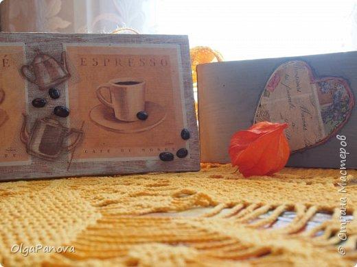 Декупажная карта и фрагменты салфеточки превратили кусок мебельного щита в панно. Сюжет карты и кофейные зёрна подсказали тему. Панно было подарено любимой сестре- любительнице кофе. фото 4