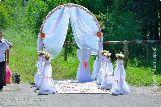 Добрый день. Вот такую арку я сделала себе на свадьбу. Идея выездной регистрации была так навязчива, но бюджет не особо позволял. Пришла на помощь смекалка и работа на производстве. фото 1