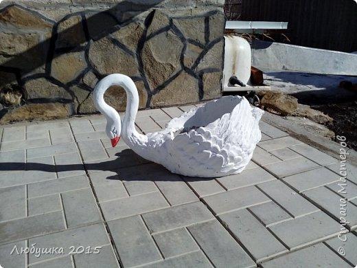 Добрый день. Попробовала воплотить свои желания в жизнь. Нашла МК от бисерушки http://stranamasterov.ru/node/220730. И вот такие лебеди из пластиковых бутылок, гипсовой штукатурки и краски будут украшать наш двор. фото 2