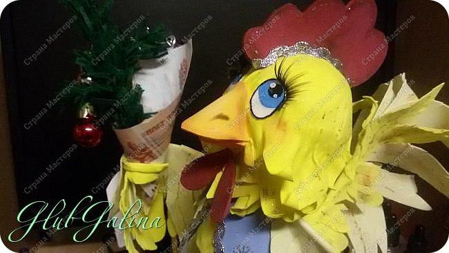 Хоть Новый Год уже давно прошёл,нашла фотографии новогоднего сувенира....и решила поделиться :) Вот такой Петя-Петушок у меня получился из фоамирана.... фото 4